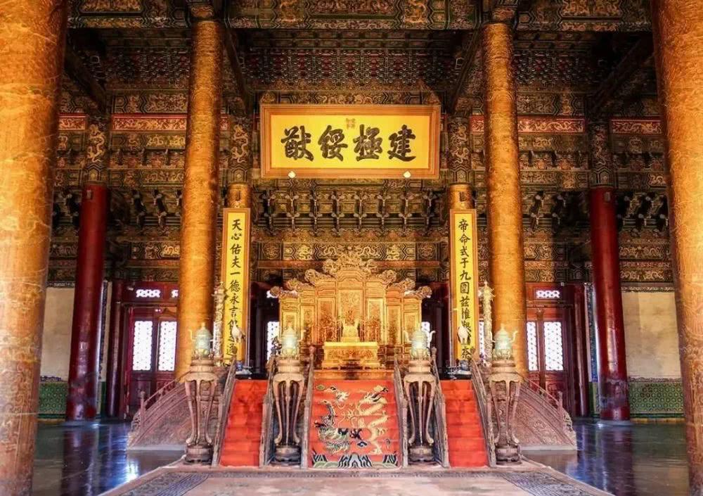 紫禁城600周年2公斤紀念銀幣.jpg